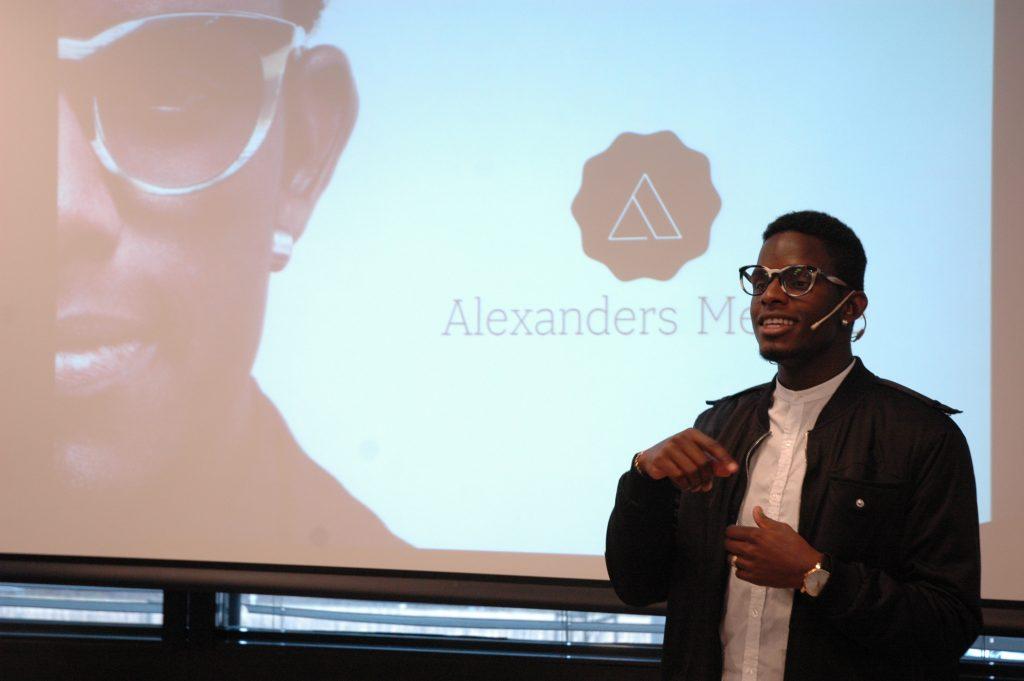 FØRSTE GANG: Alexander Skadberg har reist rundt i Norge som foredragsholder i fire år, men aldri snakket om stammingen sin. Før nå. Foto: Martin Aasen Wright